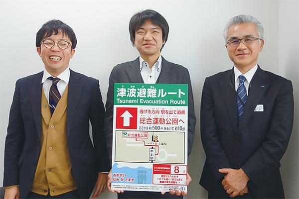 西川准教授を囲む、JR西日本和歌山支社安全推進室・清水敏生室長(右)、岡田基さん